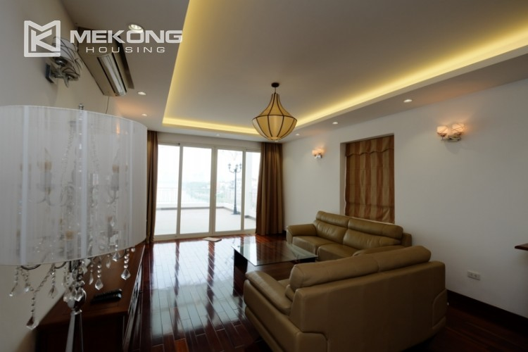 High floor with very nice lakeview in Xuan Dieu 2