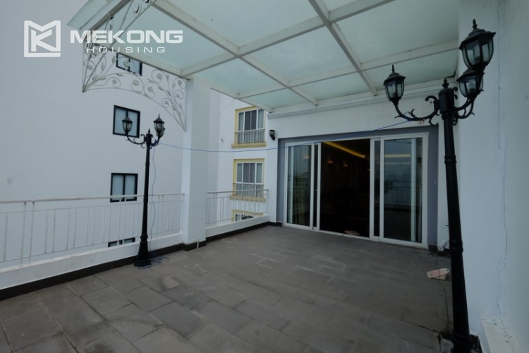 High floor with very nice lakeview in Xuan Dieu 8