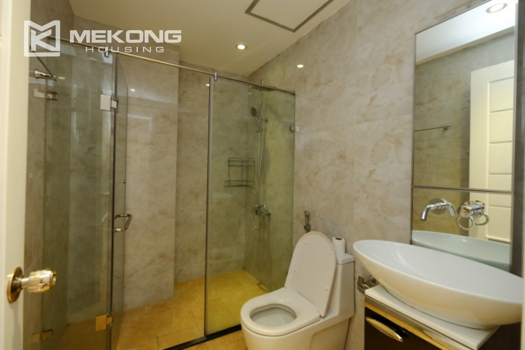 High floor with very nice lakeview in Xuan Dieu 14