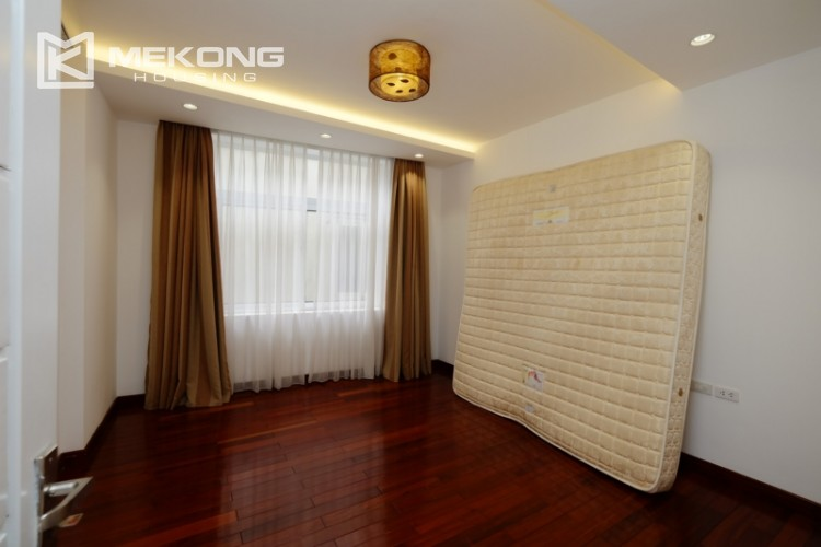High floor with very nice lakeview in Xuan Dieu 15