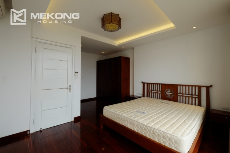 High floor with very nice lakeview in Xuan Dieu 18