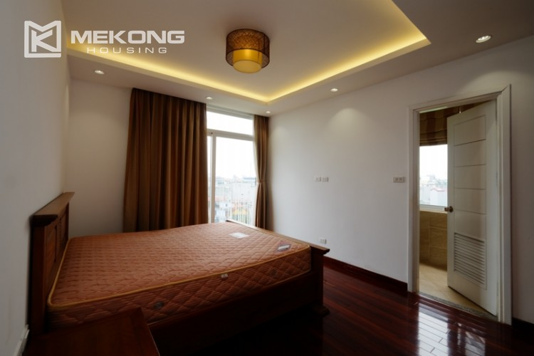 High floor with very nice lakeview in Xuan Dieu 21