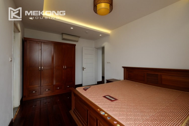 High floor with very nice lakeview in Xuan Dieu 22
