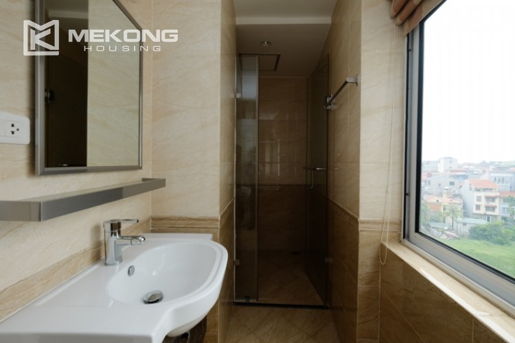 High floor with very nice lakeview in Xuan Dieu 24