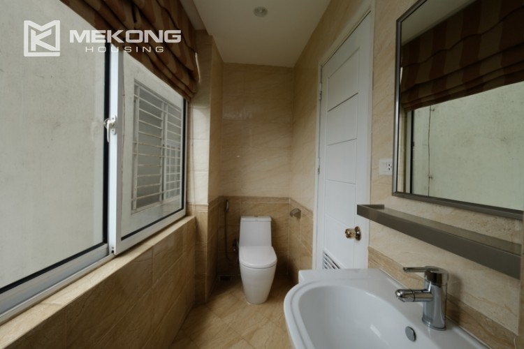 High floor with very nice lakeview in Xuan Dieu 25