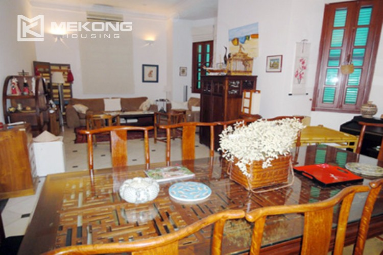 House at the corner for rent with fully furnished in Xom Chua 3