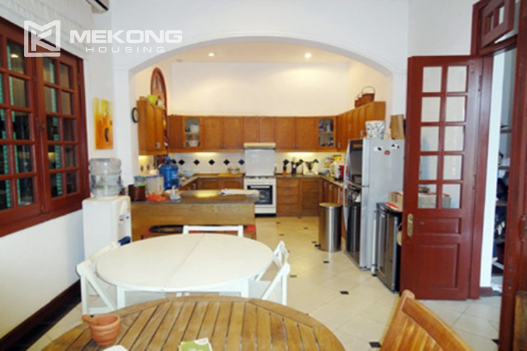 House at the corner for rent with fully furnished in Xom Chua 4