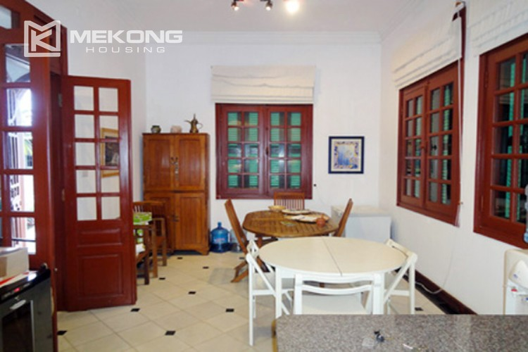 House at the corner for rent with fully furnished in Xom Chua 5
