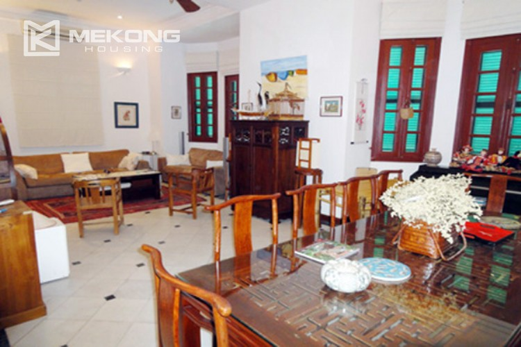 House at the corner for rent with fully furnished in Xom Chua 6