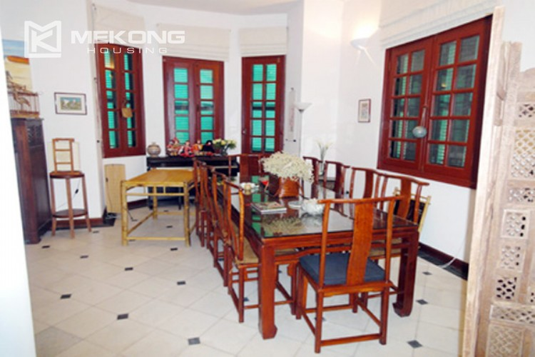 House at the corner for rent with fully furnished in Xom Chua 7