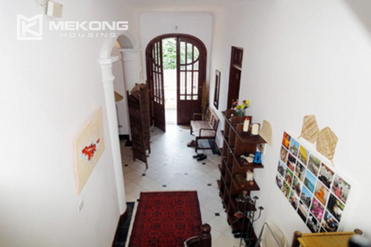 House at the corner for rent with fully furnished in Xom Chua 8