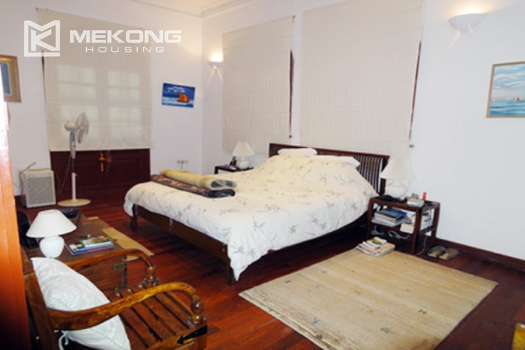 House at the corner for rent with fully furnished in Xom Chua 9