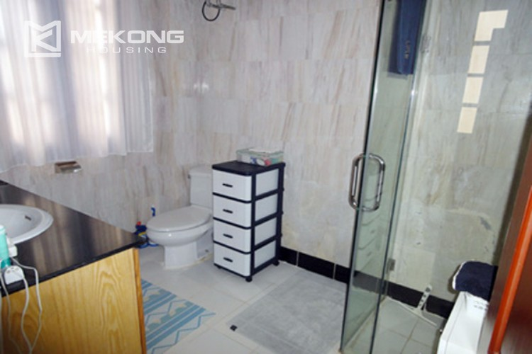 House at the corner for rent with fully furnished in Xom Chua 10