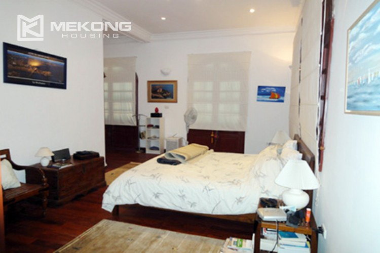 House at the corner for rent with fully furnished in Xom Chua 11