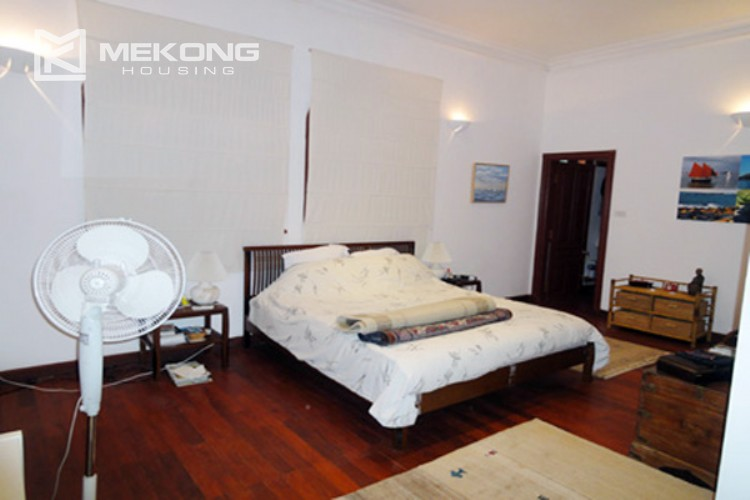 House at the corner for rent with fully furnished in Xom Chua 12