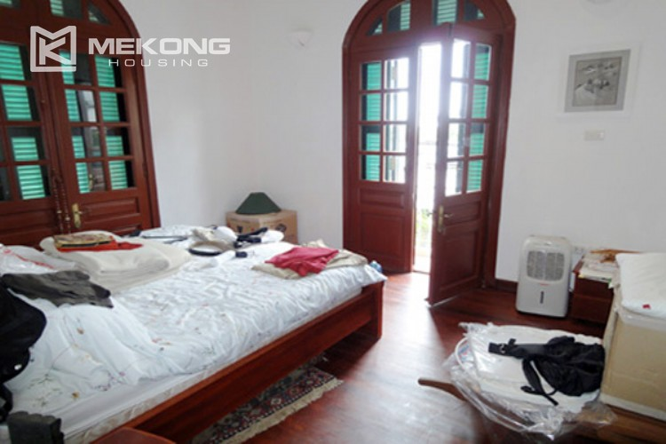 House at the corner for rent with fully furnished in Xom Chua 13