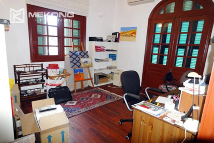 House at the corner for rent with fully furnished in Xom Chua 15