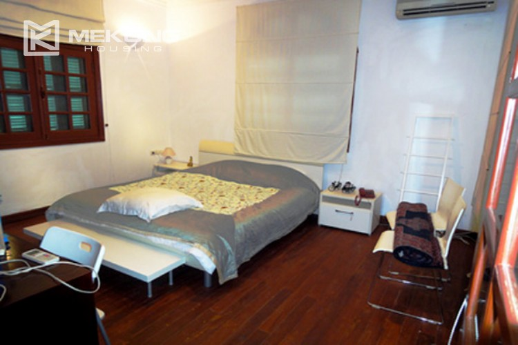 House at the corner for rent with fully furnished in Xom Chua 16