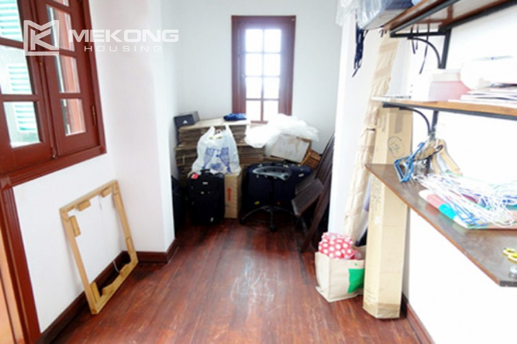 House at the corner for rent with fully furnished in Xom Chua 17