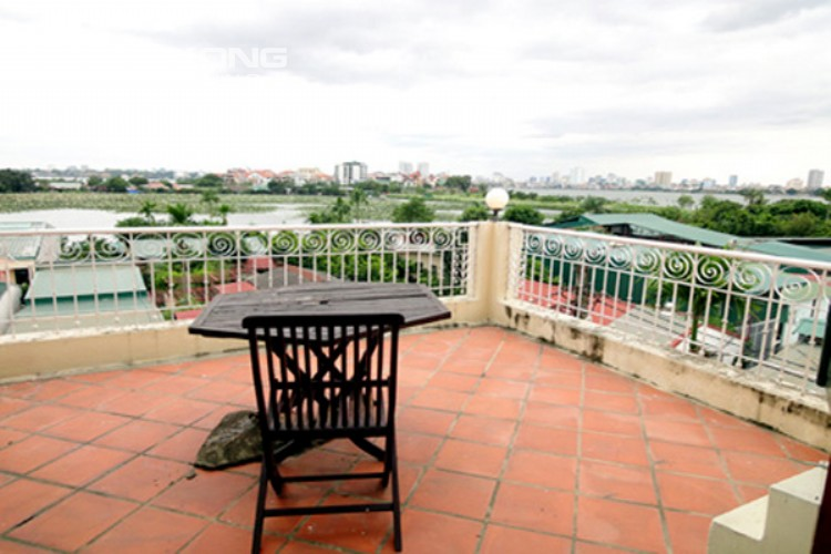 House at the corner for rent with fully furnished in Xom Chua 18