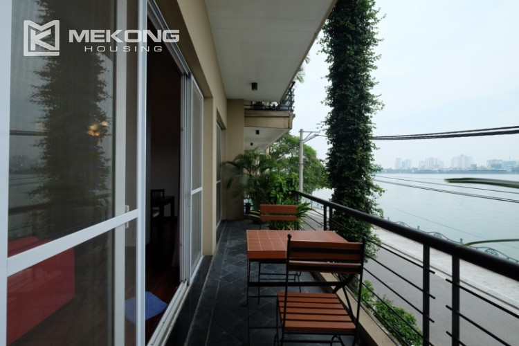 Lake bank serviced apartment for rent in Quang Khanh 7