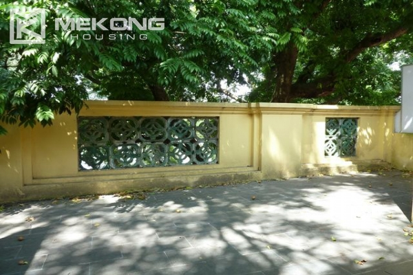 Lake front apartment with 2 bedrooms and 3 floors for rent at the center location of Hoan Kiem district 11