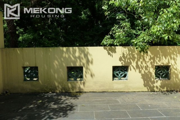 Lake front apartment with 2 bedrooms and 3 floors for rent at the center location of Hoan Kiem district 15