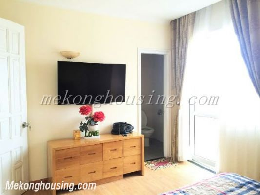 Lake view apartment with 3 bedrooms on high floor in CT13B tower, Vo Chi Cong street, Tay Ho district 7