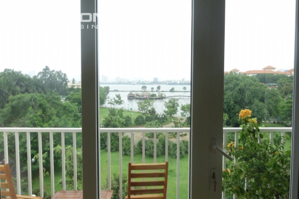 Lake view deluxe serviced apartment with 2 bedrooms in To Ngoc Van, Tay Ho 8