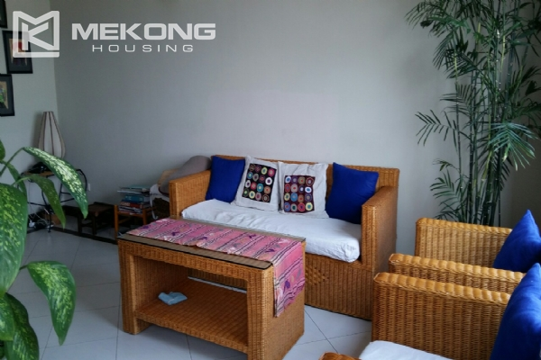 Lake view serviced apartment with 1 bedrooms for rent in Tay Ho 1