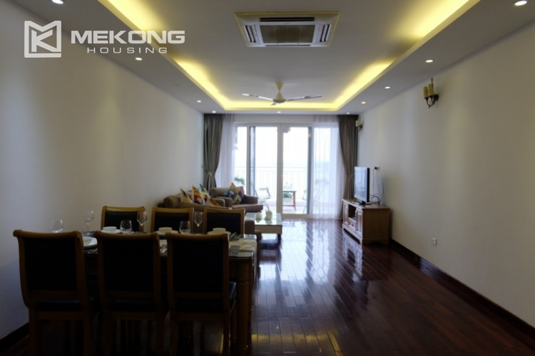 Lake view spacious 04 bedroom apartment in Xuan Dieu 1