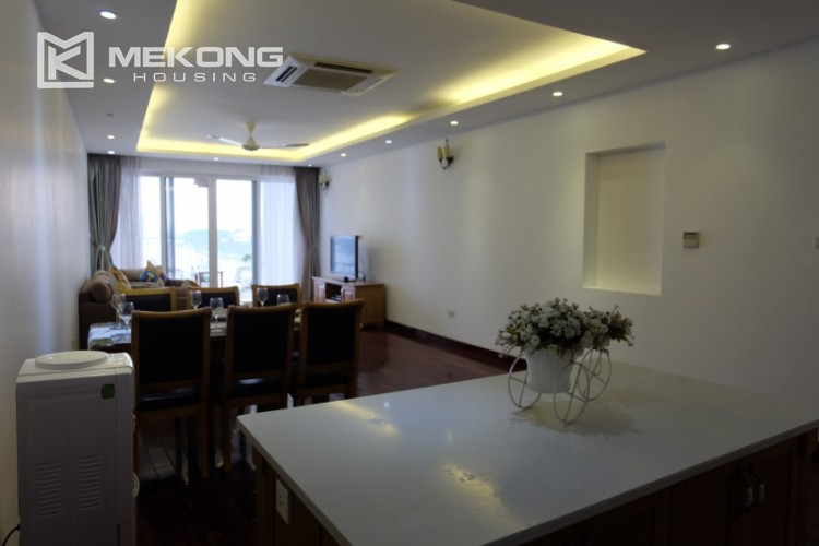 Lake view spacious 04 bedroom apartment in Xuan Dieu 2
