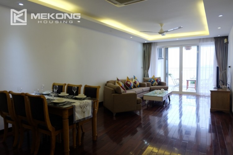 Lake view spacious 04 bedroom apartment in Xuan Dieu 3
