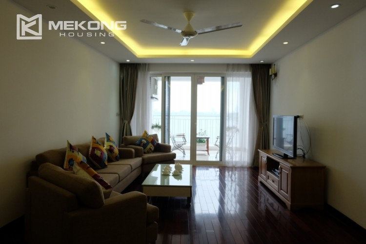 Lake view spacious 04 bedroom apartment in Xuan Dieu 4