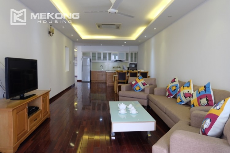 Lake view spacious 04 bedroom apartment in Xuan Dieu 5