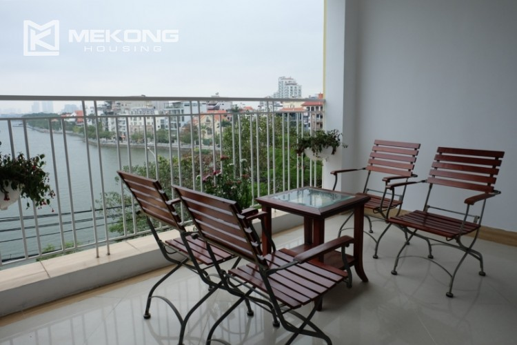 Lake view spacious 04 bedroom apartment in Xuan Dieu 6