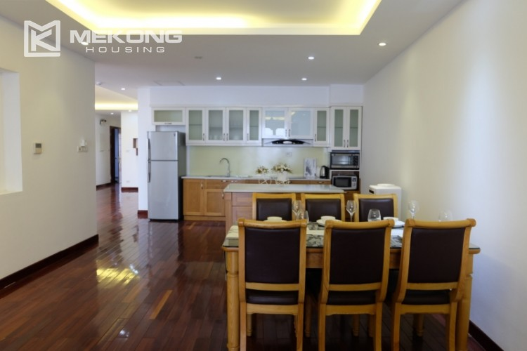 Lake view spacious 04 bedroom apartment in Xuan Dieu 8