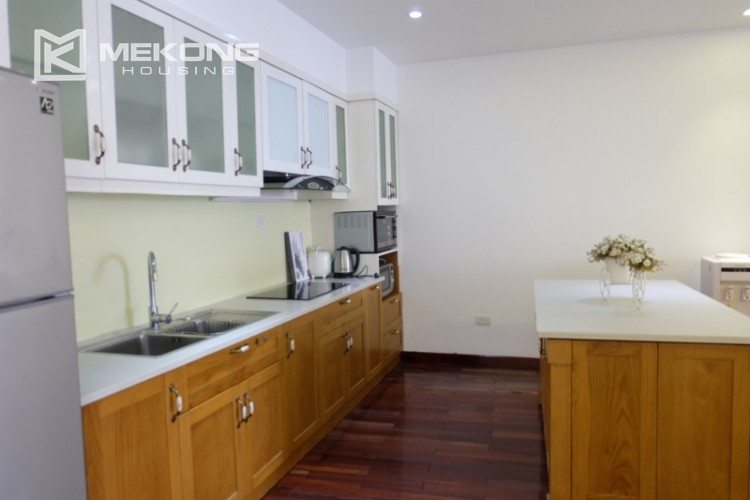 Lake view spacious 04 bedroom apartment in Xuan Dieu 11