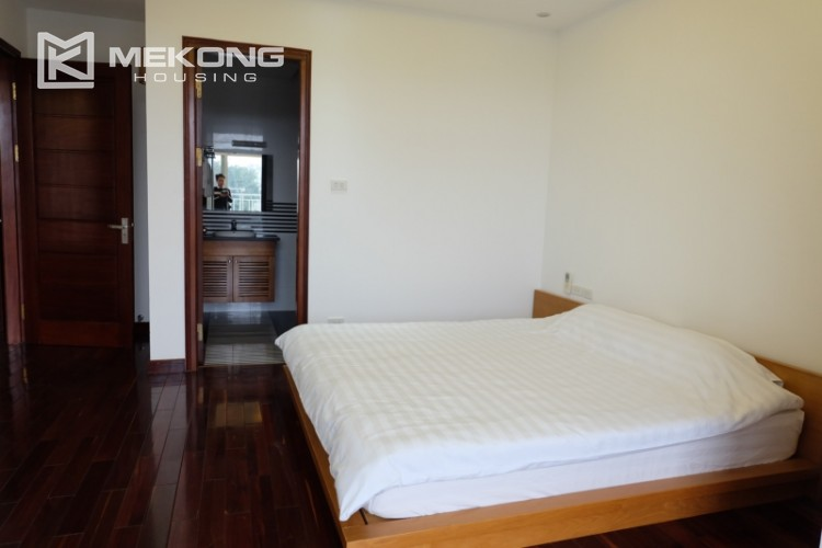 Lake view spacious 04 bedroom apartment in Xuan Dieu 16
