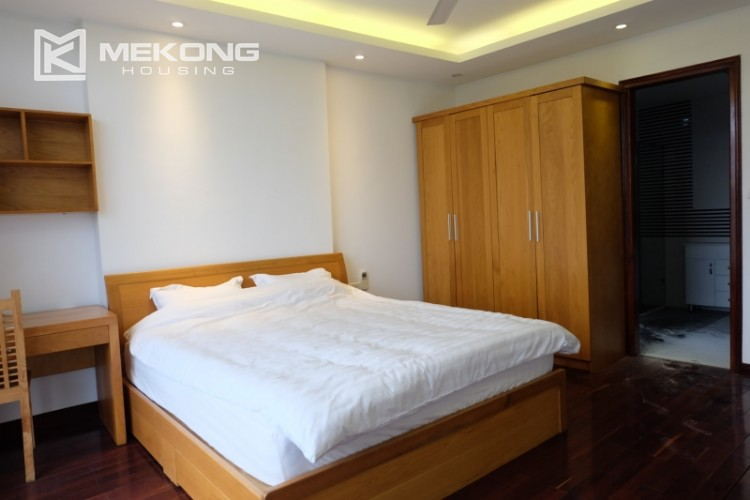 Lake view spacious 04 bedroom apartment in Xuan Dieu 20