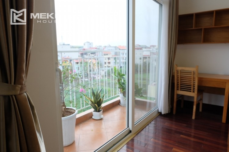Lake view spacious 04 bedroom apartment in Xuan Dieu 21