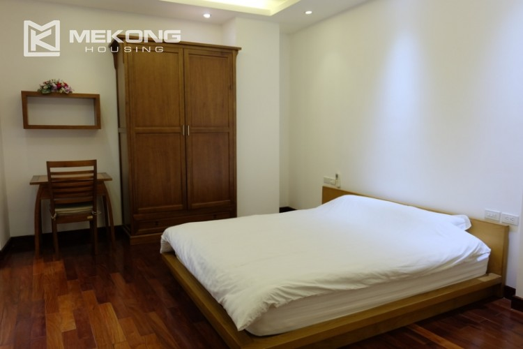 Lake view spacious 04 bedroom apartment in Xuan Dieu 25