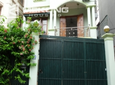 Large house with 5 bedrooms in To Ngoc Van street for rent