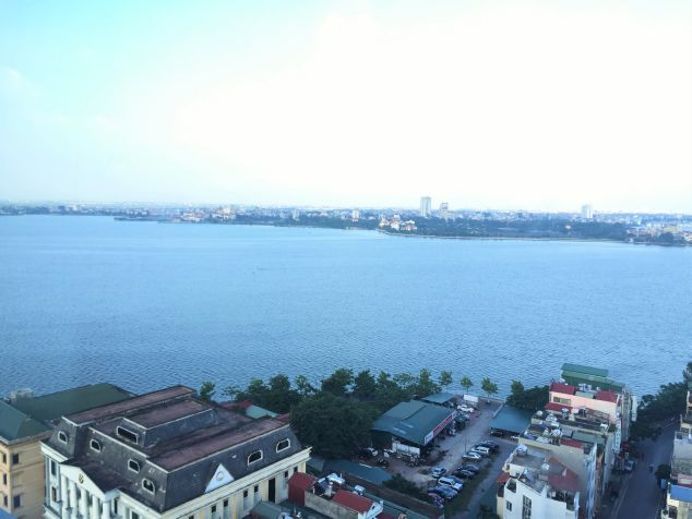 Lovely lake front apartment with 2 bedrooms for rent in Watermark Ho Tay