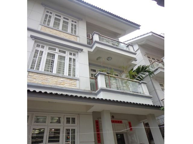 Luxurious house with full furniture for rent in Doi Nhan street, Ba Dinh, Hanoi