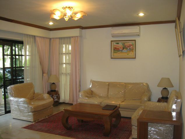 Luxurious villa for rent in Oriental palace, Tay Ho district, Hanoi