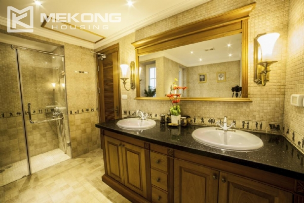 Luxury apartment with 1 bedroom for rent in Hai Ba Trung district, near Vincom Center Ba Trieu 8