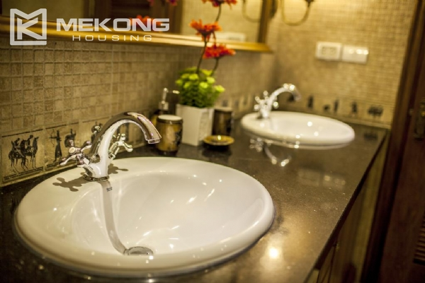 Luxury apartment with 1 bedroom for rent in Hai Ba Trung district, near Vincom Center Ba Trieu 9