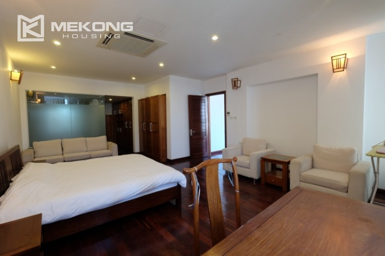Modern and good quality apartment for rent inTay Ho street 14