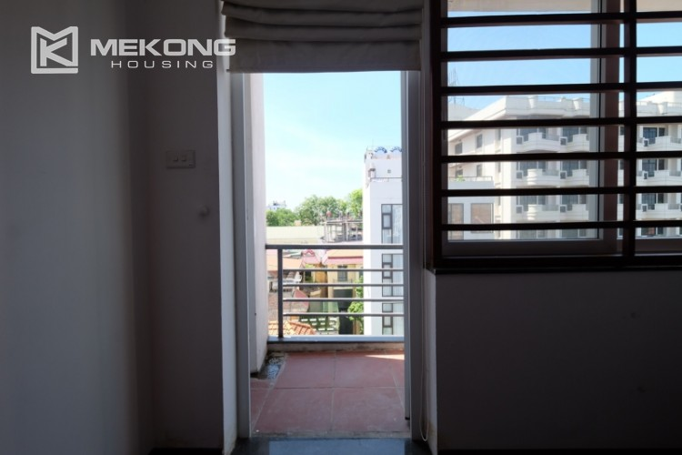 Modern and good quality apartment for rent inTay Ho street 21